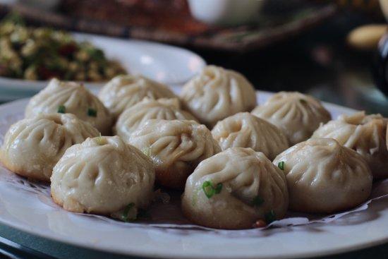 Ruili, China: 瑞丽排名第一的餐厅。也是看了评论来的。烤鸡肉、烤五花肉、烤鱼都非常赞。