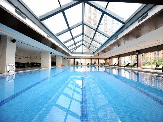 Nanchang, Kina: 酒店的阳光泳池,仰泳的时候非常舒适