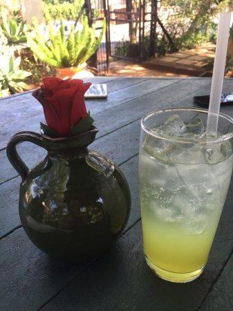 Schoemansville, Sydafrika: 西班牙特色,饮料点的是百香果果汁,对柠檬水味道很好。