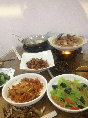 Xiazhou Nan Hu Hotel : 1919289514_large.jpg