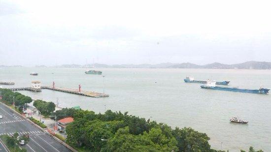 Jiahe Haijing Hotel: 看到对面的海和轮船