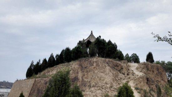 陕西省绥德县: 扶苏墓
