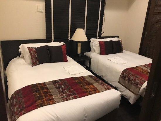 Kafuu Resort Fuchaku Condo Hotel: 订的是酒店公寓房,大的出奇,榻榻米区基本荒废了,还有厨房,电饭煲,咖啡机,电热水瓶一应俱有!,住六个大人绝对还很宽裕