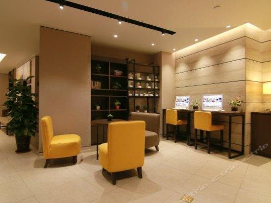 Home Inn Qingdao Taipingjiao: 酒店的公共休息区