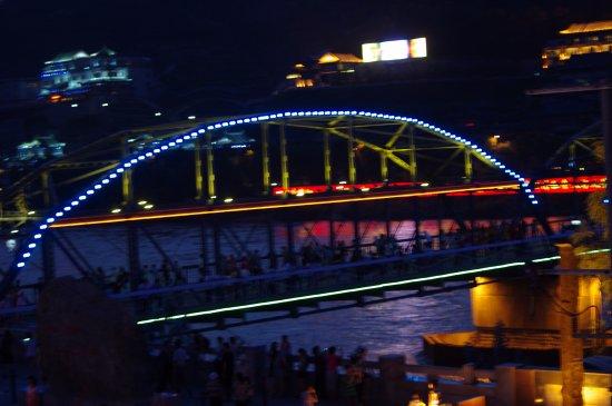Lanzhou, China: 傍晚的黄河铁桥