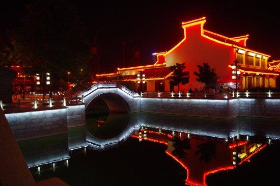 Yancheng, China: 水街的桥