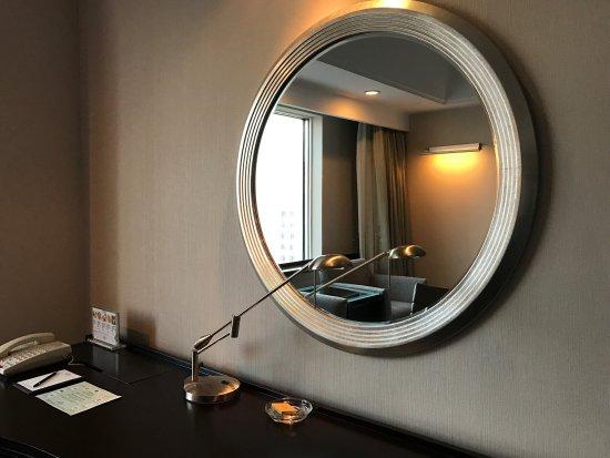 Changchun, الصين: 首次入住长春香格里拉大酒店,感受下家般的温暖,逃避雾霾的好去处!温馨舒适的大床,整洁干净的浴室间,冬天来这里住上几天真的很不错。