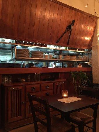 Cafe Midnight Express: 到奥克兰就打车20公里来到这里,作为土耳其菜,这个店里做得很精致。我们点了当地白葡萄配牛羊肉和鸡肉恰到好处,最后点了二个甜品,真的甜到腻,不过也快吃完了。