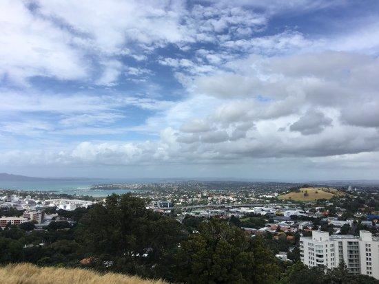 Mount Eden: 2017.1.21 D3,好大风的风,几乎吹一个跟头。