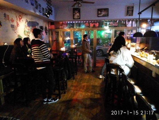 Lakeside Inn: 湖畔小屋酒吧