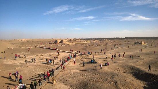 Ejina Qi, China: 从一个小山包上看黑城遗址,从仅剩的轮廓中依然能看到曾经有多繁华