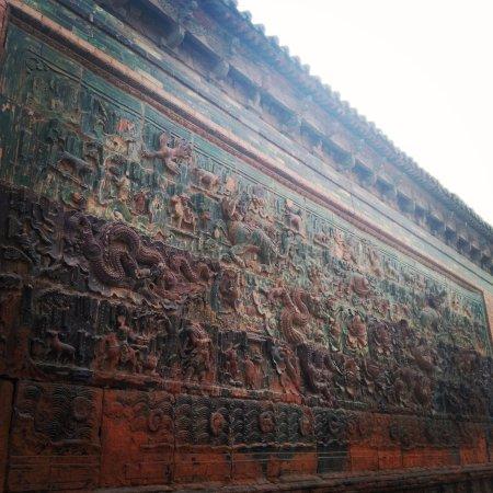 Yuncheng, Cina: 明朝时期,这里是人来人往的街道,因此这一块石壁损坏相当严重,上面人物的头都被盗走了。