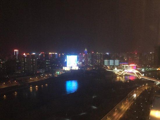 Lanzhou, China: 32层晚上的夜景