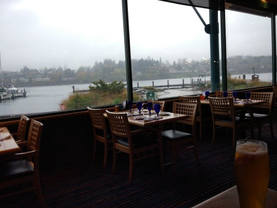 Anthony's Homeport Olympia : 海港边的特色餐厅,风光非常美丽,海鲜美味,牛排很嫩,还赶上当季的野生树莓甜品,值得一尝!很赞的一家餐厅!!