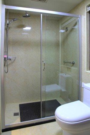 Lanzhou, China: 卫生间淋浴