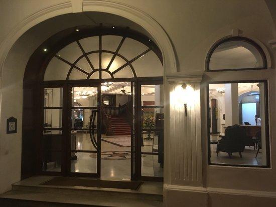 White House Restaurant: photo1.jpg