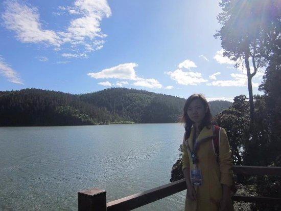 Shangri-La County, Chiny: 蓝天白云,高原湖泊
