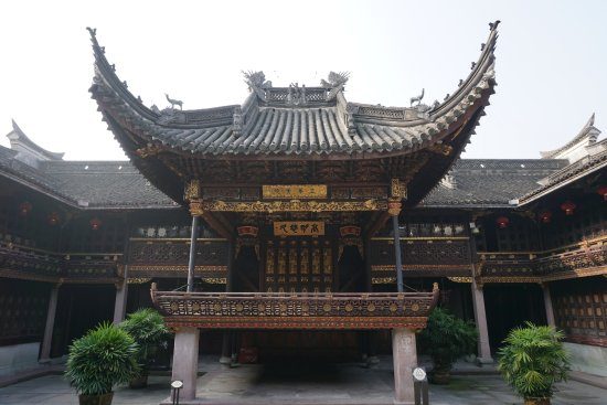 Ningbo, China: 天一阁里一个保存完好的木质古戏台,仍然金光闪闪,很漂亮,尤其是藻井,觉得这个技术跟圆明园的一样