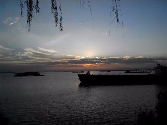 Yueyang, Chiny: 洞庭湖的晚霞