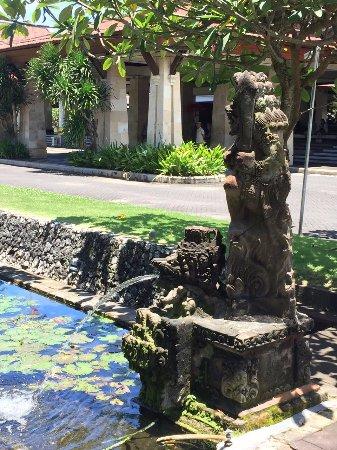 酒店门口的喷泉