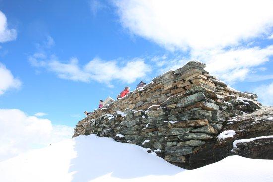 3100 Kulmhotel Gornergrat: 6月山顶的雪景