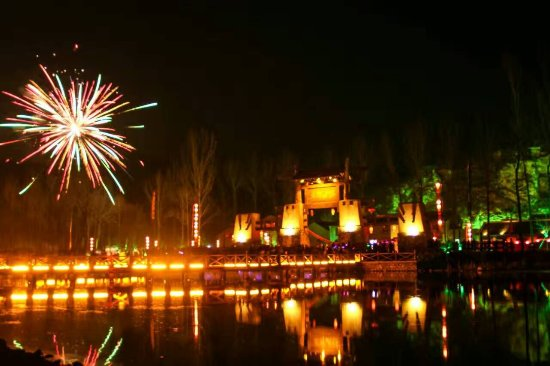 Yi County, China: 太行水镇大门