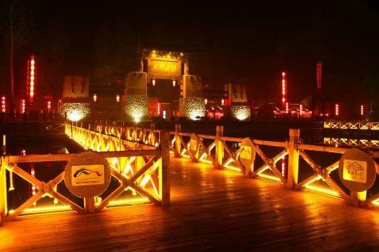 Yi County, China: 小桥流水