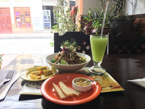 A pedir de Boca: It's an amazing place. And the food is perfectly combined with vegetables, noddle and beef. The