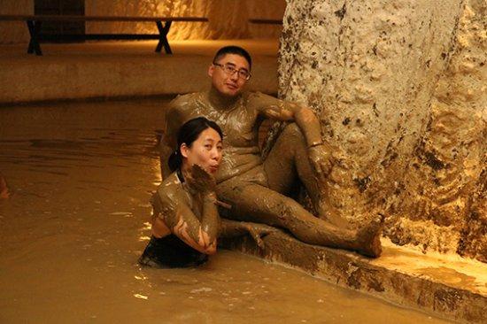Ortahisar, Turkey: 泥浴全身