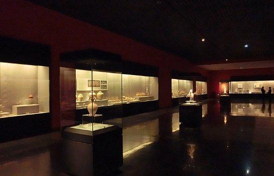 Luoyang, China: 可以看到大量文物
