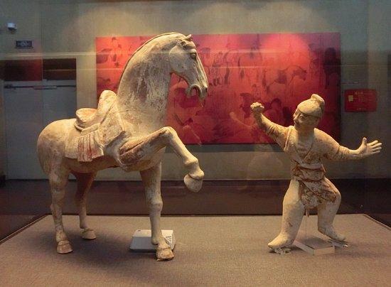 Luoyang, China: 漂亮的舞马