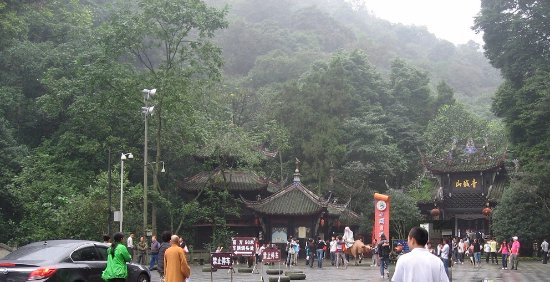 Mount Qingcheng: 青城山入口和售票处