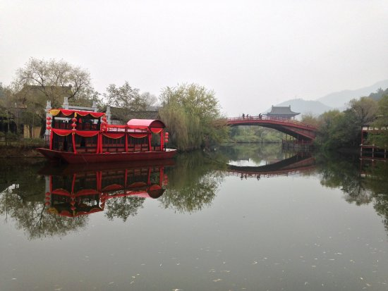Hengdian Riverside Scene at the Pure Moon Festival : 横店清明上河园