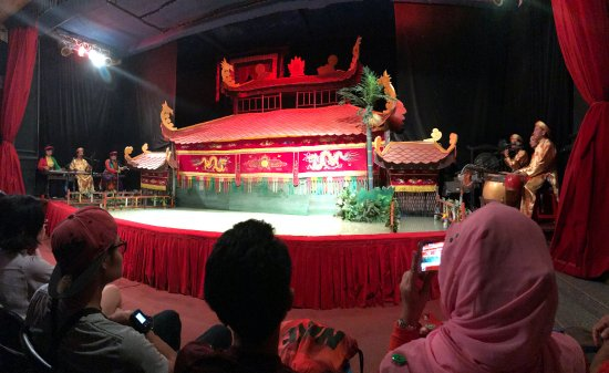 Golden Dragon Water Puppet Theater: 舞台全景