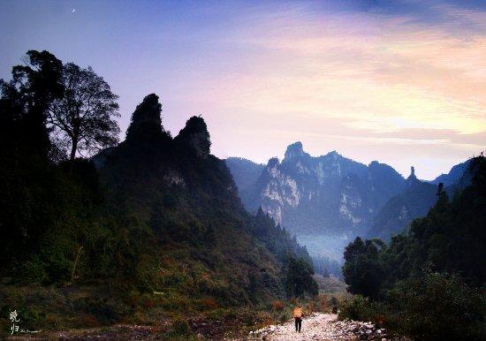 Suiyang County, Chine : 十二背后清溪峡景区九道门——九道门归家的傍晚