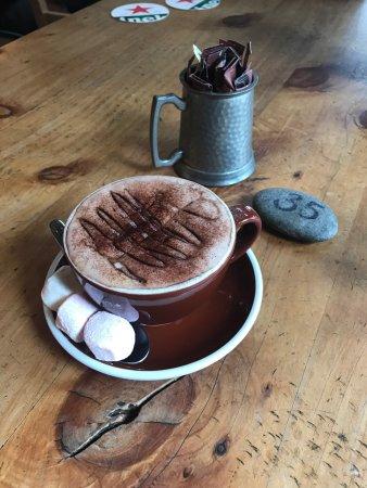Matamata, Nueva Zelanda: 对胃口小的妹子来说吃起来很费劲,食量大的就很开心啦!量很足,我吃的胃都爆开了……因为在店里点了摩卡,配的棉花糖。最后去超市买了同一个牌子的带回国泡咖啡喝