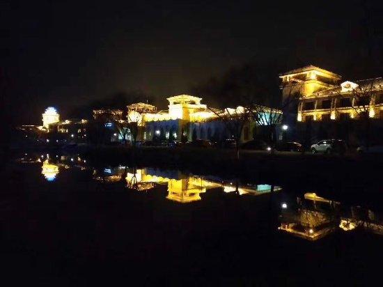 Tangshan, China: 春暖花开,南湖紫天鹅大酒店,不一样的美