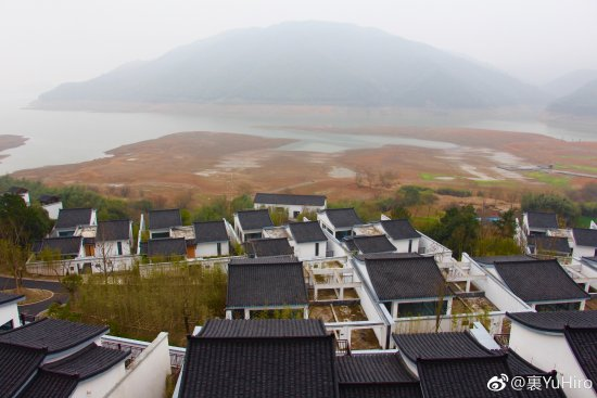 Anji County, Kina: 窗外水库