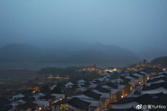 Anji County, Kina: 夜色下的建筑物