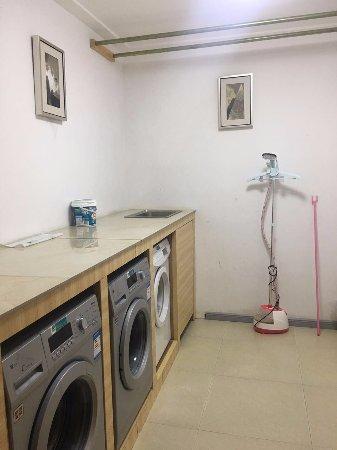 Ziyun County, China: 免费的洗衣房。还有烘干机,随洗随穿。很不错