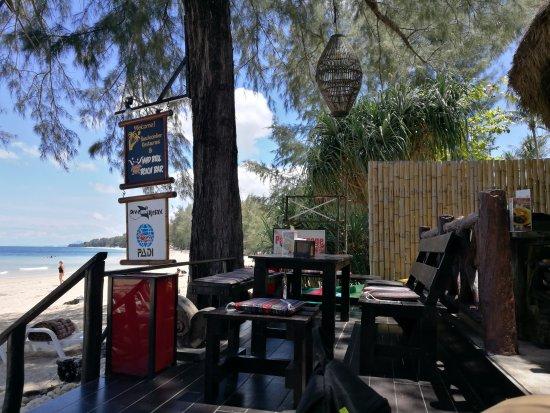 Lanta Castaway Beach Resort: IMG_20170409_112240_large.jpg