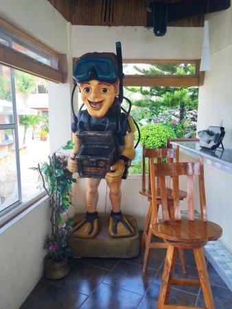 Dalaguete, Philippines: 度假村里的餐厅,超可爱啊,也是个潜水员