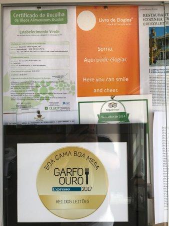 这家店已经有70年历史了,是葡萄牙最出名的烤乳猪王