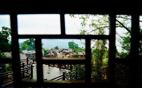 Lancang County, China: 客栈窗户外的古寨