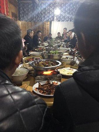 Hongjiang, Cina: 玉龙湖生态农庄聚餐