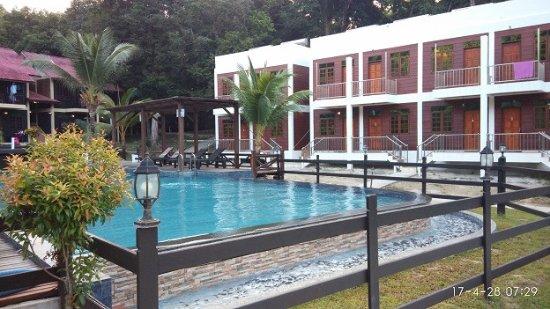 Redang Holiday Beach Villa : 度假村户外泳池