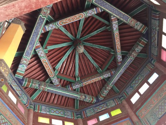 Jinan, China: 湖心岛亭子