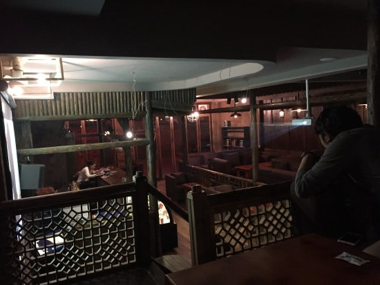 Xiahe County, China: Kyarang Cafe is a place where to drink coffee and fresh juice, beer, Wisky, wine eat pizza, etc