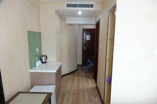 Sunny Inn: 卧室里有小冰箱,夏天非常方便,可以带吃的回酒店