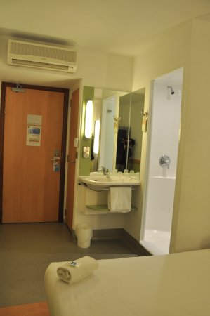 Hotel ibis budget Cardiff Centre Picture
